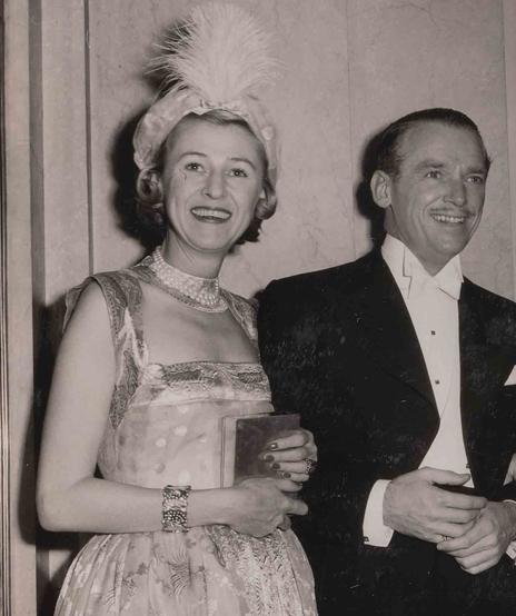 Verdura-Jewelry-Constellation-Bracelet-Minnie-Astor-1948-Portrait