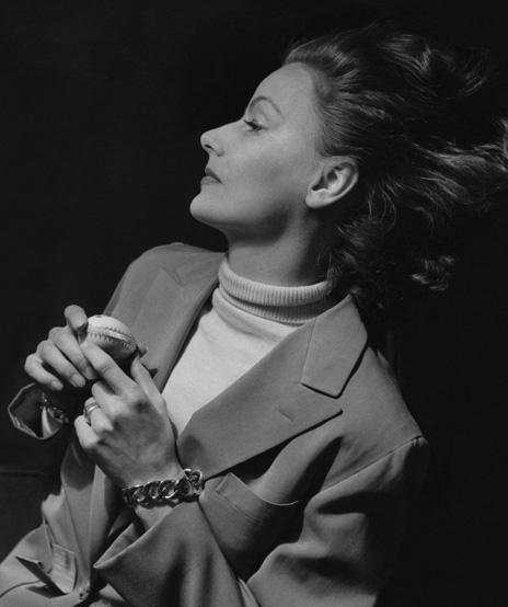 Verdura-Jewelry-Curb-Link-Bracelet-Greta-Garbo-Cecil-Beaton-1948-Portrait