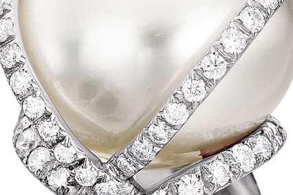 Verdura-Jewelry-Wrapped-Ring-South-Sea-Pearl-Close-Up